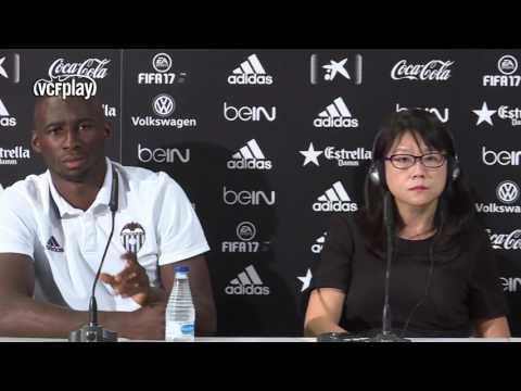 PRESENTACION MANGALA Y GARAY como jugadores del Valencia CF