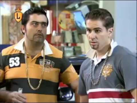 Grupo de playboys canta rap em posto de gasolina #arquivolegendários