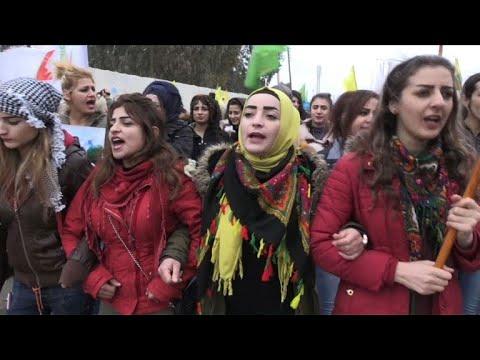 Des Kurdes syriens manifestent suite aux menaces de la Turquie
