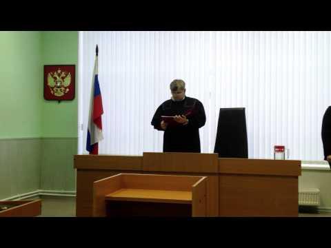 Судья Горюнов оглашает приговор пацифисту Коневу.