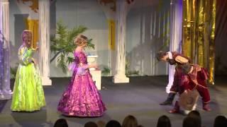 Знаменитую пьесу Лопе де Вега «Собака на сене» поставили на сцене Дворца культуры «Октябрь»