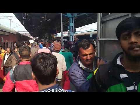 EPIC RUSH||Mahabodhi exp 12398 shunting at New Delhi railway station