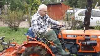 Mały traktorek Kubota 6001 z glebogryzarką. Prace ogrodowe. www.akant-ogrody.pl