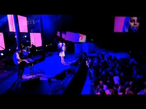 (HD) Marina and the Diamonds - Radioactive (Digital Music Awards 03/10/2011)