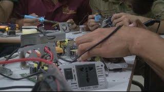 سوريون يلجؤون لابتكار طرق بديلة للحصول على الكهرباء
