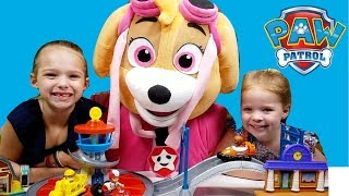Skye Pup Opening Paw Patrol Toy Playsets with Addy and Maya