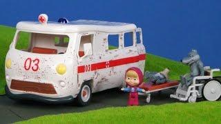 Mascha und der Bär Unboxing: Krankenwagen Spielzeugautos für Kinder auf deutsch