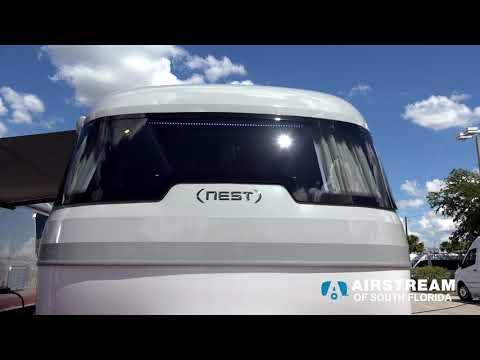 0 - Airstream baut einen Wohnwagen aus Glasfaser