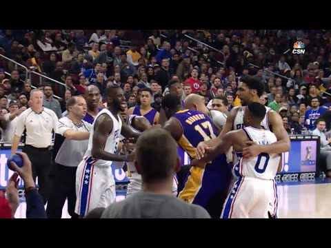 Roy Hibbert fights the whole 76ers team (12.01.2015)