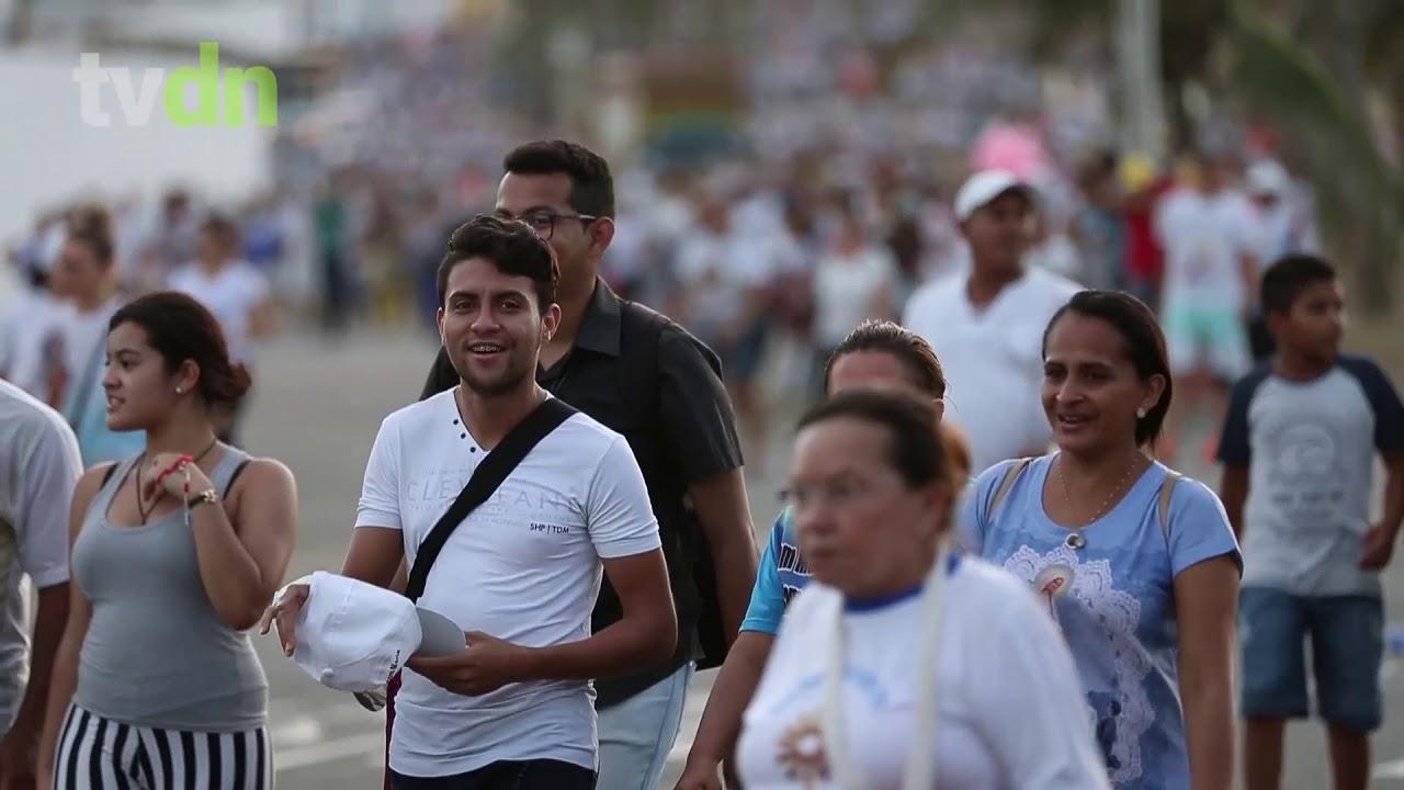 Caminhada com Maria lota as ruas de Fortaleza