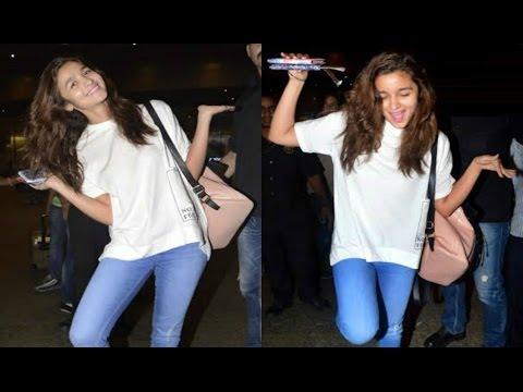 Alia Bhatt Funny Poses At Airport