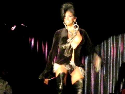 Lisa Lane,show of (Rhianna)(doun't stop the music)...