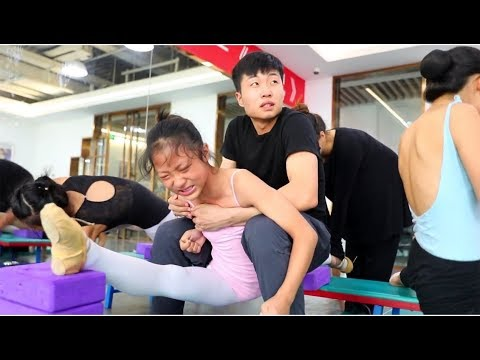 Super strict ballet flexibility training, it's not ashamed to cry!