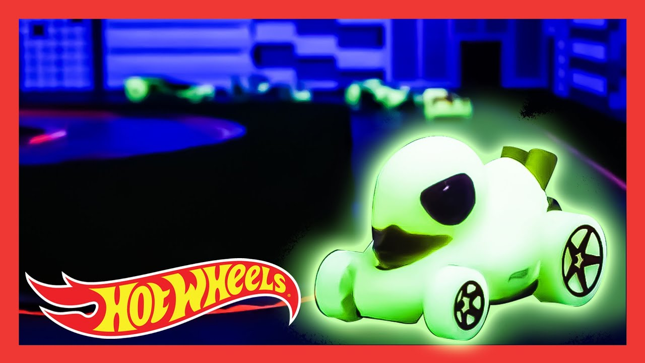 The Ultimate Glow in the Dark Race! 🦆 | HW GLOW RACERS™ in DUCK N' ROLL™ | @Hot Wheels