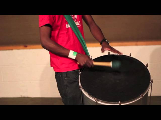 Funk surdo lines demonstrated by Mestre Fred