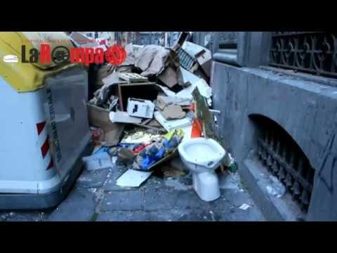 Via Sedile Di Porto 51.Napoli Rifiuti In Via Sedile Di Porto Youtube