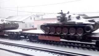 танки на перегоні... чи то на ремонт з Новоросії, то на переплавку з НЗ полігонів..