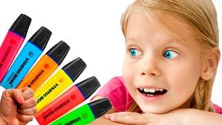Виталина играет с волшебными карандашами  - детская песня про цвета