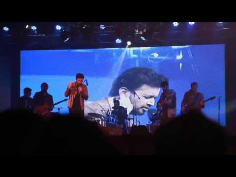 Atif Aslam Pays Tribute to Junaid Jamshed- Aitebaar Live In Concert