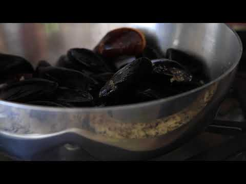 Steamed Mussels with White Wine and Herb Butter