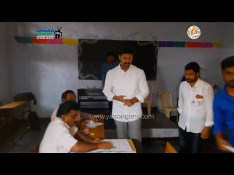 YSRCP MP YS Avinash Reddy Uses His Vote in MLC elections at Pulivendula - 9th Mar 2017