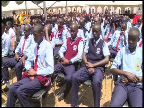 President Uhuru Kenyatta awards state honours  to hundreds at State House
