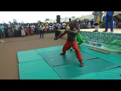 GABON : Kung Fu Avec Le Grand Maître Bertrand LaoTsé MVE à BIKELE 2015