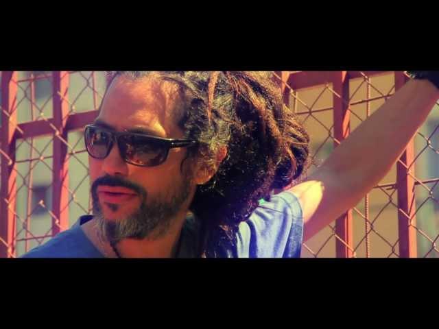 Quique Neira - Un Poquito de Ti feat. Movimiento Original (Video Oficial)