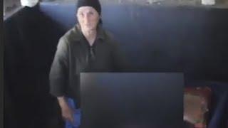 Diese Frau macht aus ihrem Sohn eine Mumie  - Dafür verwendet sie Vodka!
