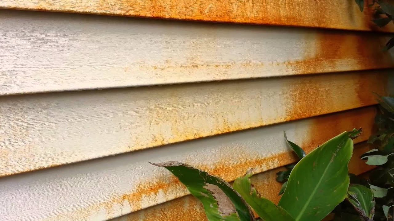 Rust Stain Removal On Vinyl Siding Youtube