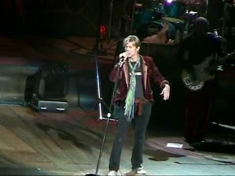 David Bowie - Diamond Dogs / Five Years (Wantagh - 04.06.2004)