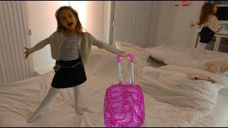 SU Hotelde elif valizini boşaltıyor , eğlenceli çocuk videosu