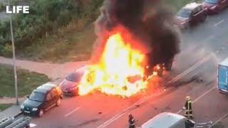 Смотреть видео Момент взрыва на Челобитьевском шоссе в Москве онлайн