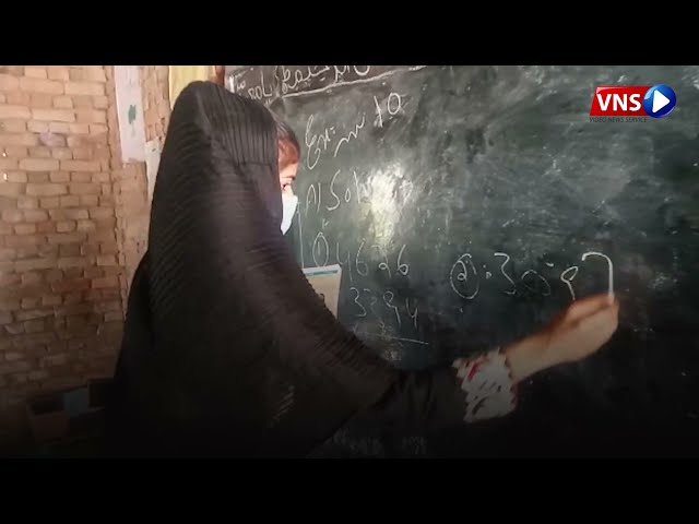 WOMAN TEACHER WHO RIDES MOTORBIKE TO TEACH KIDS | VNS Live