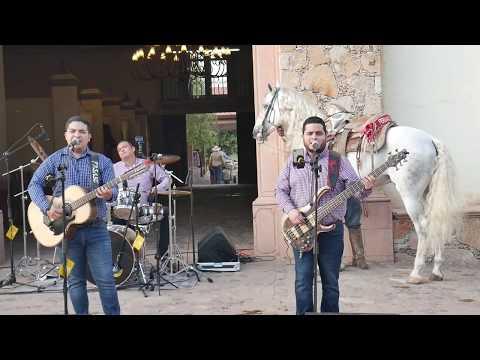 Grupo Comnbate - El Pariente (En Vivo 2020)
