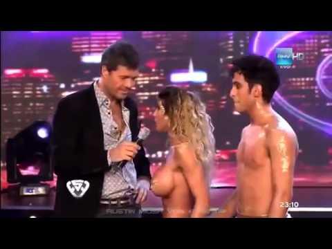 cặp đôi nhảy khỏa thân