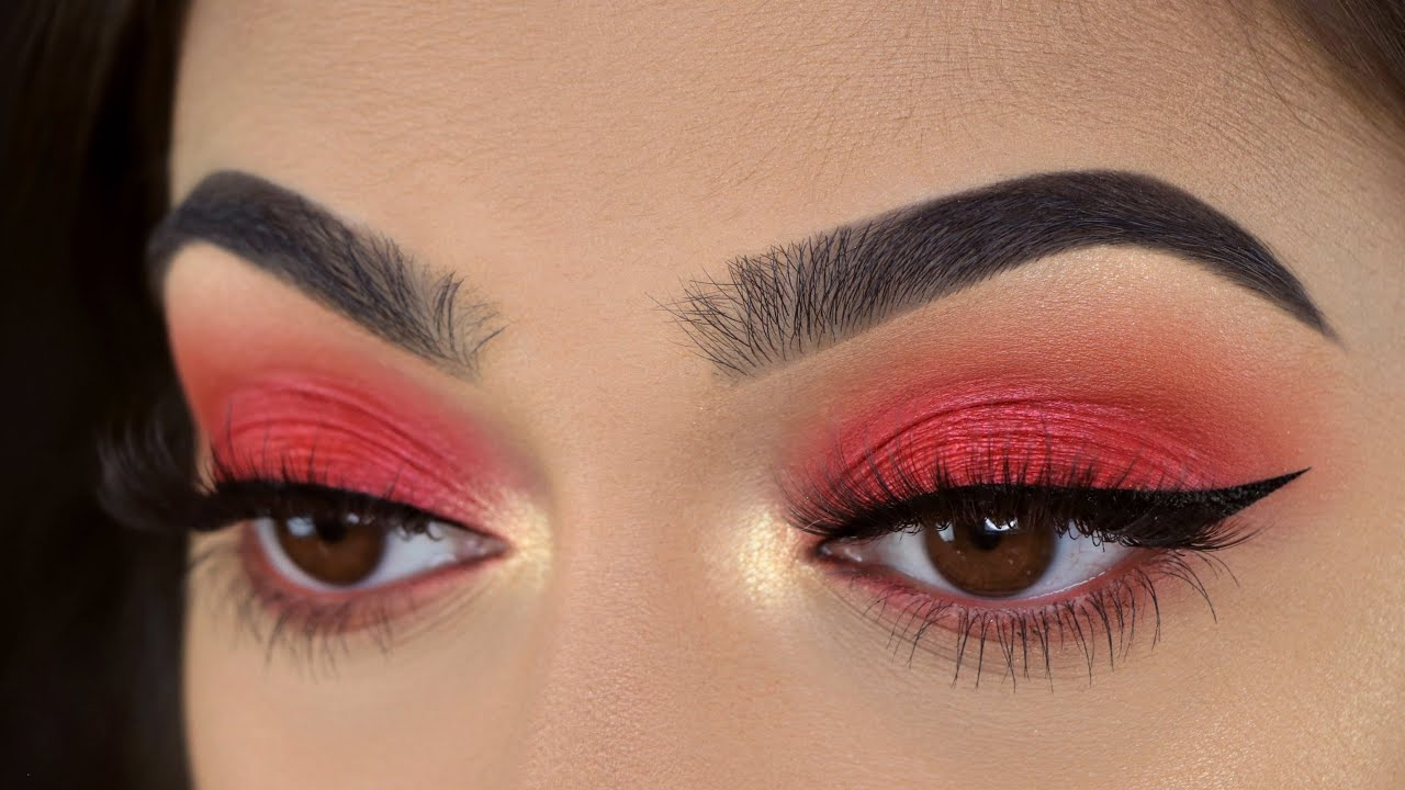 5 Festive Holiday Makeup Looks To Try This Christmas