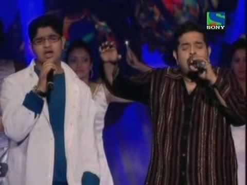 Shankar Mahadevan Singing Maa Along With His Son Live Mp3