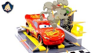 Disney Cars 3 Toys Movie Lightning McQueen Engine accident go for help Mechanical action car factory