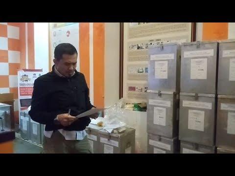 KPU Distribusikan Logistik PSU Pilwalkot Cirebon