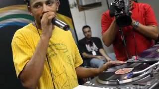 DJ Cia Mostra Como Se Fazer Alguns Scratches