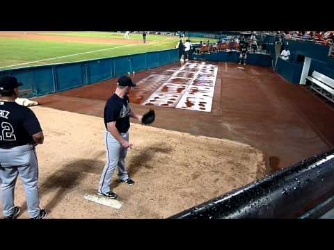 Atlanta Braves pitcher Craig Kimbrel throws his wicked pitches in the bullpen