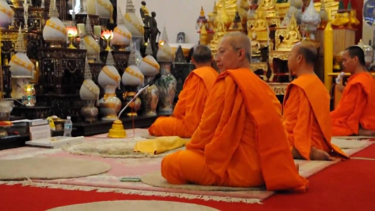 Buddhist prayers at Wat Buddharangsi temple - YouTube
