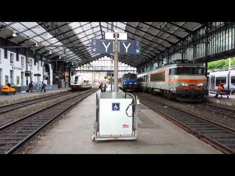 SNCF electric locomotive 7301 at Bayonne.