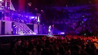 Justin Bieber - She Don't Like The Lights (LIVE)