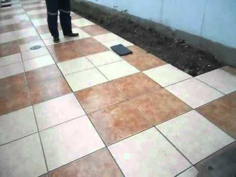 Antideslizante para veredas pistas y piso de ducha for Pisos antideslizantes para exteriores