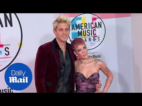 Halsey & G-Eazy Cozy Up On The Red Carpet For The 2018 AMAs