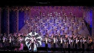宝塚歌劇団100周年の記念式典が兵庫県宝塚市の宝塚大劇場であり、歌...