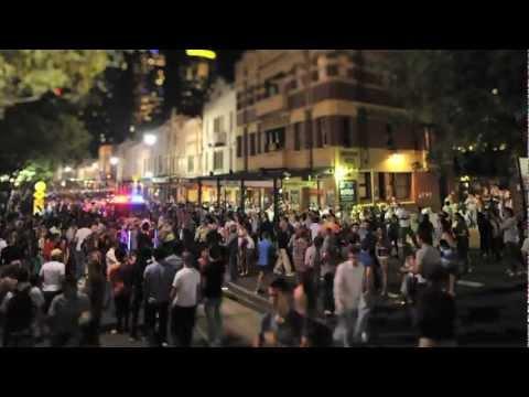 Amazing timelapse of Sydney NYE 2011 clean up