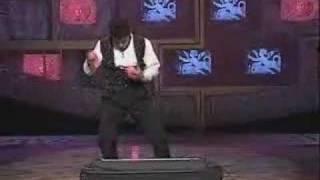 Игра на пианино(Сумашедший чел играет на пианино жонглируя шариками., 2006-11-24T18:13:05.000Z)